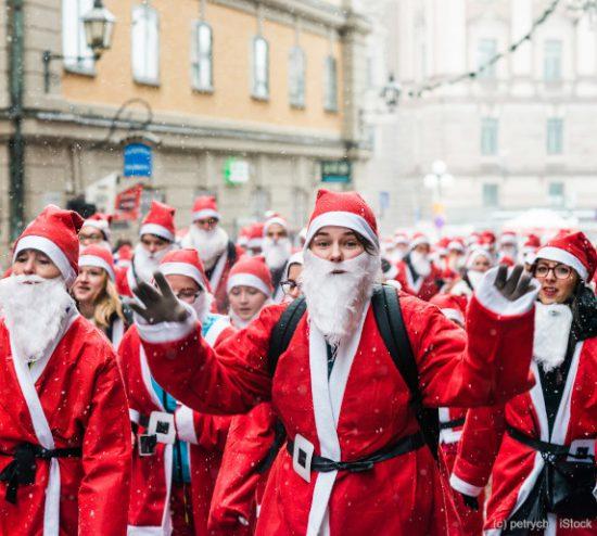 Weihnachtsmaenner Versammlung